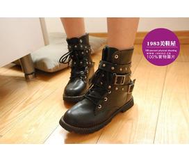 Cần bán đôi giày nạm đinh size 38 :D