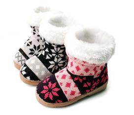 Boot lót lông, sandal đính đá kiêu sa, túi xách giảm giá cơ hội duy nhất
