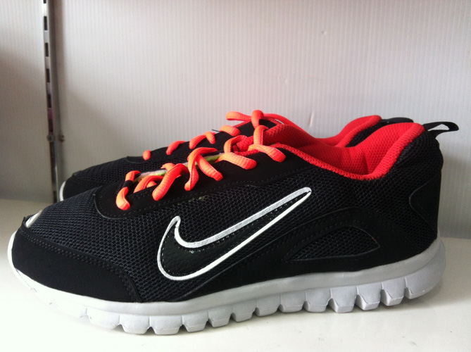 Giầy đá bóng sân cỏ nhân tạo,giầy chạy bộ,giầy thể thao giá rẻ nhất hà nội