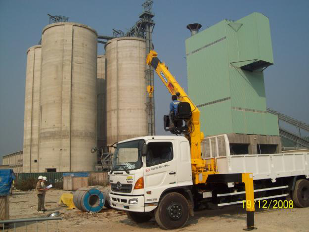 Đại lý bán xe cẩu tự hành Hino FM 15 tấn gắn cẩu Soosan SCS1015LS có sức nâng 12 tấn mới 100 đời 2014 giá rẻ nhất Ảnh số 31601982