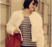 Ảnh số 26: Áo lông  trắng ngắn kéo khóa - Giá: 1.200.000