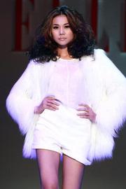 Ảnh số 32: Áo lông trắng dáng dài - Giá: 1.300.000