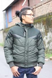 Ảnh số 23: áo khoác có mũ - Giá: 570.000