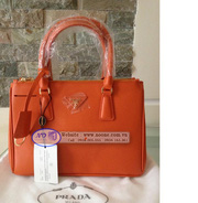 nh s 25: Prada Saffiano - Gi: 530.000