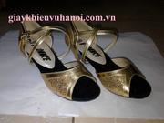 Ảnh số 13: Giày khiêu vũ cho trẻ em kim tuyến vàng pha da vàng - Giá: 300.000