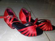 Ảnh số 25: giày khiêu vũ trẻ em màu đỏ thắt củ ấu - Giá: 300.000