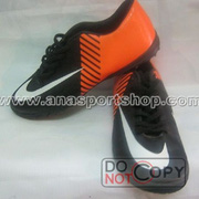 nh s 3: Giy  bng sn c nhn to NIKE MERCURIAL cam en - Gi: 350.000