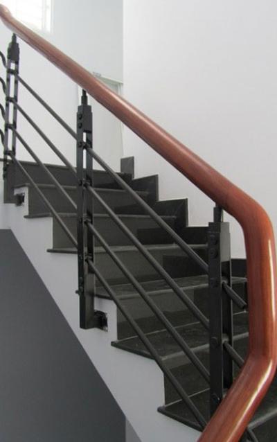 Cầu thang sắt giá rẻ 800.000đmdài