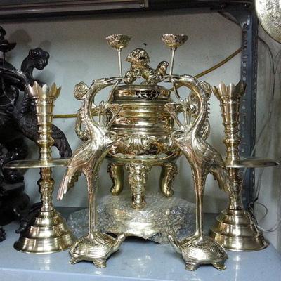 Đỉnh thờ hoa sòi ngũ sự, cao 45cm, đỉnh đồng vàng