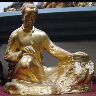 Tượng Bác Hồ, tượng Bác viết sách