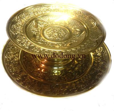 Vât dùng bày bàn thờ gia tiên: chóe nước,mâm bồng,đèn thờ