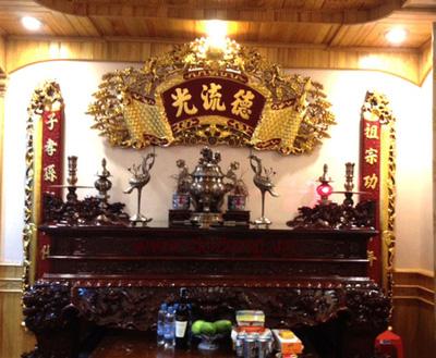 Hoành phi cuốn thư chạm đồng vàng 1,35m,1,55m treo bàn thờ