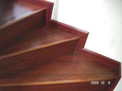 Mặt bậc cầu thang gỗ Công nghiệp