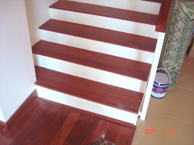 Mặt bậc cầu thang gỗ nghiến