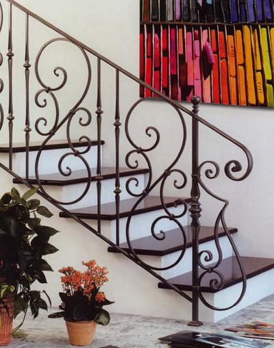 Tấn Phát: Chuyên làm Cầu thang sắt, inox, tay vin gỗ đẹp, sang trọng