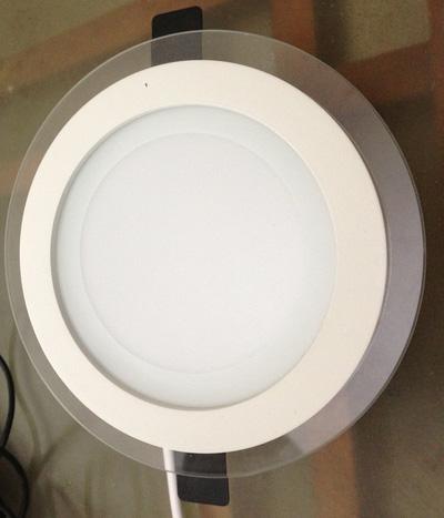 Đèn LED 3 màu, tự đổi màu khi bật/tắt