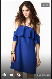 Купить платье с воланами на плечах оптом, в розницу в. Платье с воланами Фото и обзор самых модных.