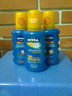 Ảnh số 14: Kem chống nắng NIVEA - Giá: 310.000