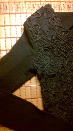 Ảnh số 3: váy đen hoa ren nổii - Giá: 185.000