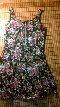 Ảnh số 16: váy ngắn nền đen hoa nhí - Giá: 165.000