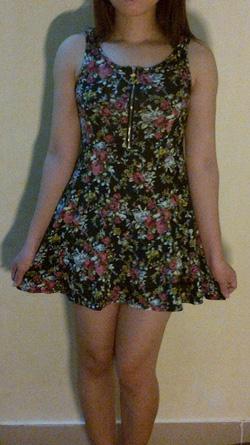 Ảnh số 15: váy ngắn nền đen hoa nhí - Giá: 165.000