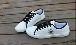 Ảnh số 62: Giày Converse Slim da trắng dây đen - Giá: 299.000