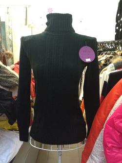 Ảnh số 52: áo len cổ lọ - Giá: 180.000