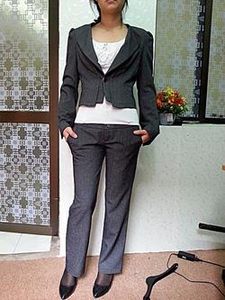 Ảnh số 9: Bộ vest kiểu nữ màu ghi - Giá: 900.000