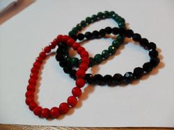 Ảnh số 91: bộ 3 vòng hạt nhựa đỏ xanh đen - Giá: 10.000