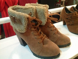 ?nh s? 67: boot cao gót da lộn cổ lông - Giá: 360.000