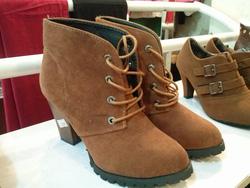 ?nh s? 72: boot cao gót da lộn buộc dây - Giá: 360.000