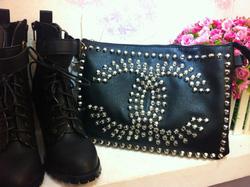 Ảnh số 5: Túi đinh Chanel hot, giả da, có hai quai tùy ý nhé - Giá: 200.000
