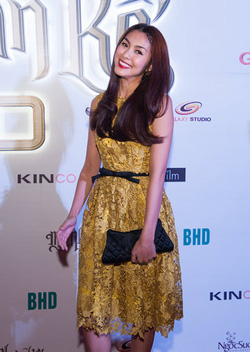 Ảnh số 60: váy ren Tăng Thanh Hà kèm belt - Giá: 990.000