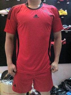 Ảnh số 1: Áo F50 đỏ viền đen - Giá: 90.000