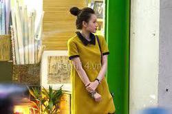 Ảnh số 6: đầm suông cổ lá sen vàng midu - 250k chất liệu vải poly dày co zãn, hot hot về đợt cuối nhe - Giá: 250.000