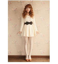 ?nh s? 59: Váy kèm đai. Có 3 màu: đen, trắng, be - Giá: 256.000