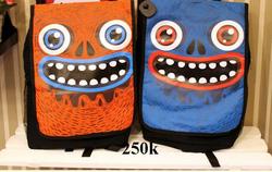 Ảnh số 43: balo mặt hài hước 2 màu có xanh và cam - Giá: 220.000