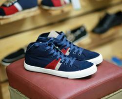 ?nh s? 70: sneaker - Giá: 300.000