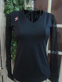 Ảnh số 68: Áo thun đen, cổ tim, tay ren, tag Chanel - 150k - Giá: 150.000
