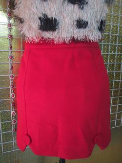 Ảnh số 60: Chân váy nỉ size S, hai lớp, màu đỏ, chân răng cưa, đính cúc - 100k - Giá: 100.000