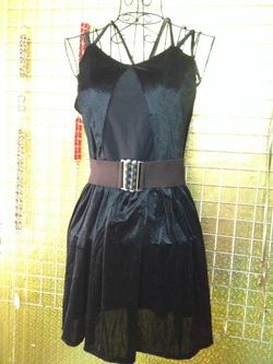 Ảnh số 84: Váy nhung đen, quai dây mảnh, hở lưng, mặc rất gợi cảm lại tôn dáng - 190k - Giá: 190.000