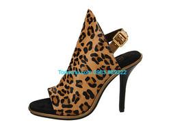 ?nh s? 77: Kelsi Dagger size  6.5  Sandals da báo màu nâu, quai mềm mại bản to ôm chân  Có quai sau gót chỉnh rộng hẹp cổ chân  Cao 8.5cm - Giá: 2.200.000