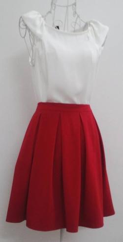 Ảnh số 47: Chân váy xếp li đỏ, 2 túi hông 2 lớp, vải tuytxi - Giá: 250.000