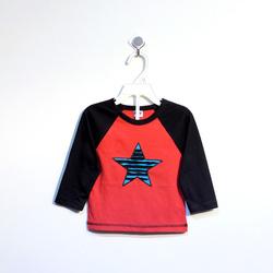 ?nh s? 87: Áo cotton bé trai hình sao đỏ phối tay đen - Giá: 1.000