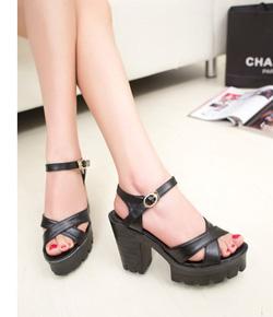 Ảnh số 79: Giày sandals chunky quai chéo 10 phân - 270k - Giá: 270.000