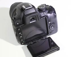 Ảnh số 67: Nikon D5000 kit 18-55mm VR - Giá: 6.800.000