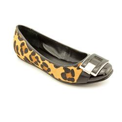 Ảnh số 59: Calvin klein size 7 , 8 Giày đế thấp da báo màu nâu pha đen, mũi giày có gắn logo CK  Gan bàn chân có lót đệm đi êm chân a  Cao phía trong khoảng 2cm - Giá: 2.000.000