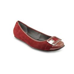 ?nh s? 93: Calvin klein  Giày đế thấp màu đỏ đậm da lộn pha da bóng  Mũi giày có gắn logo CK sang trọng  Cao trong 2cm - Giá: 1.900.000