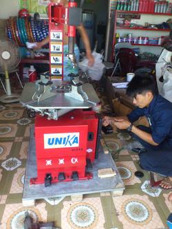 ?nh s? 5: Máy tháo lắp lốp UNIKA U-512 - Giá: 16.200.000