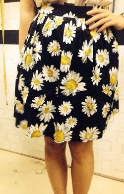 Ảnh số 2: Chân váy hoa cúc,vải kaki , 2 lớp, 2 túi hông - Giá: 250.000